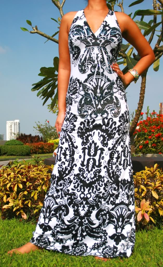 7006--Black & White Halter Print Maxi Dress-Black & White Halter Print Maxi Dress